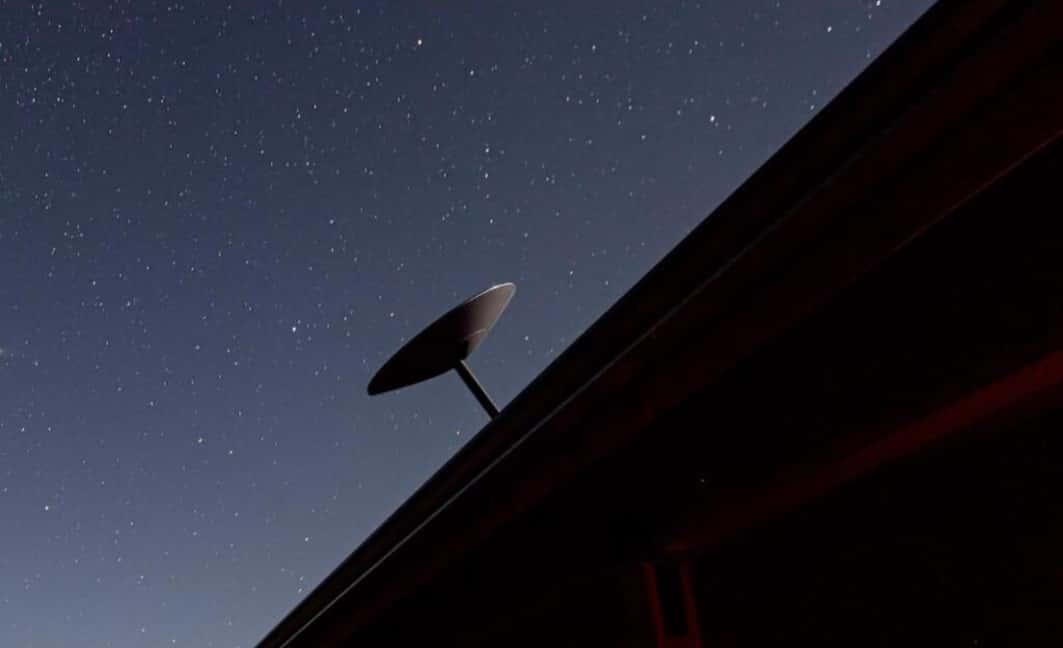 ایلان ماسک تأیید می کند که استارلینک داده ها را نزدیک به 97 درصد از سرعت نور منتقل می کند - چیکاو