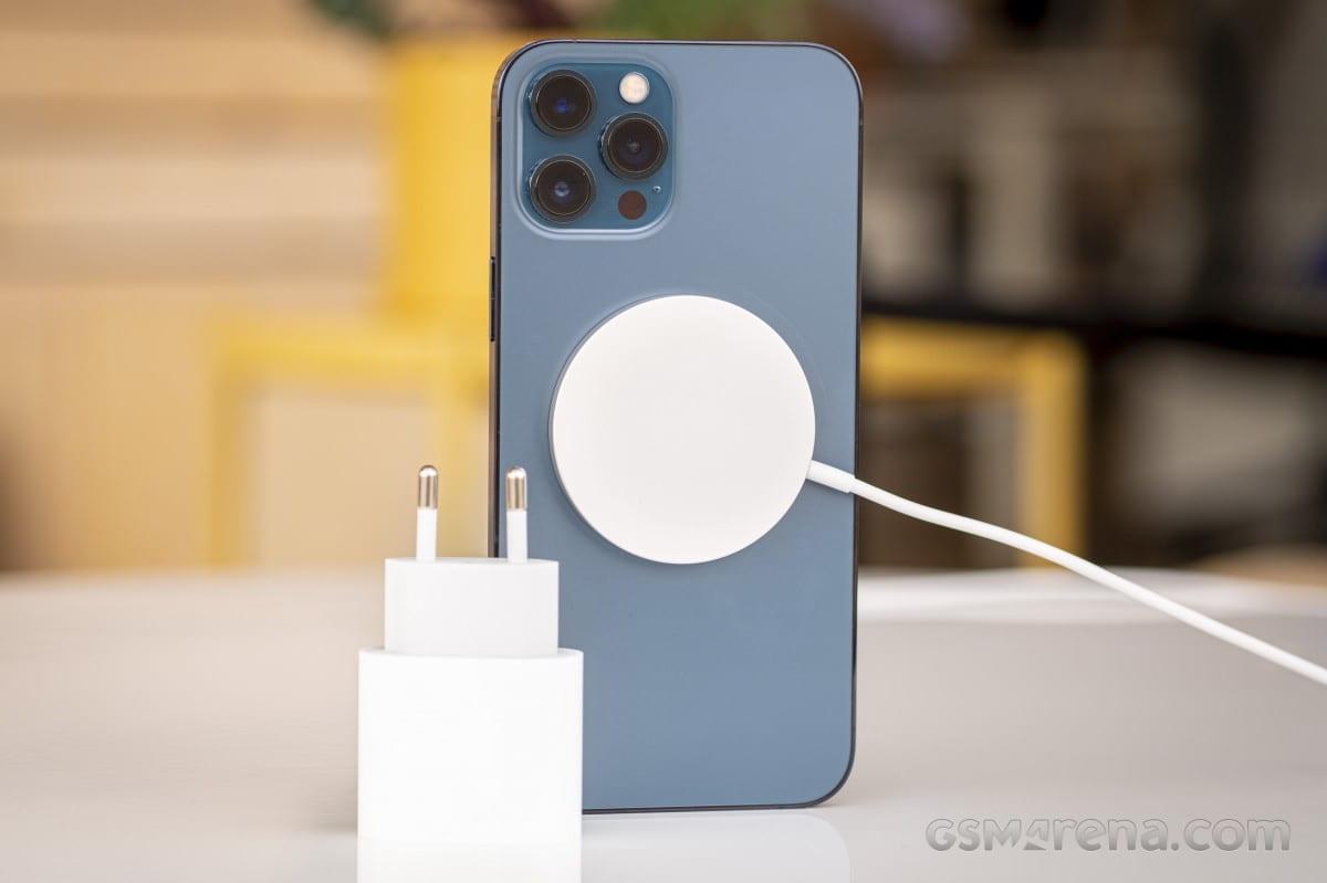 گوشی های بدون شارژر اپل - چیکاو